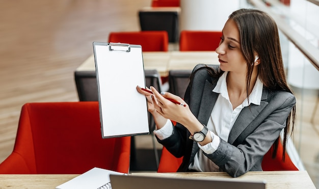 Девушки на работе показывает тату фест киев