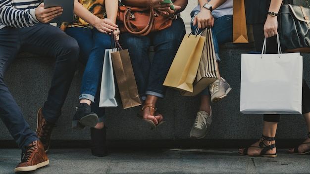 Girlfriends going shopping concept Premium Photo