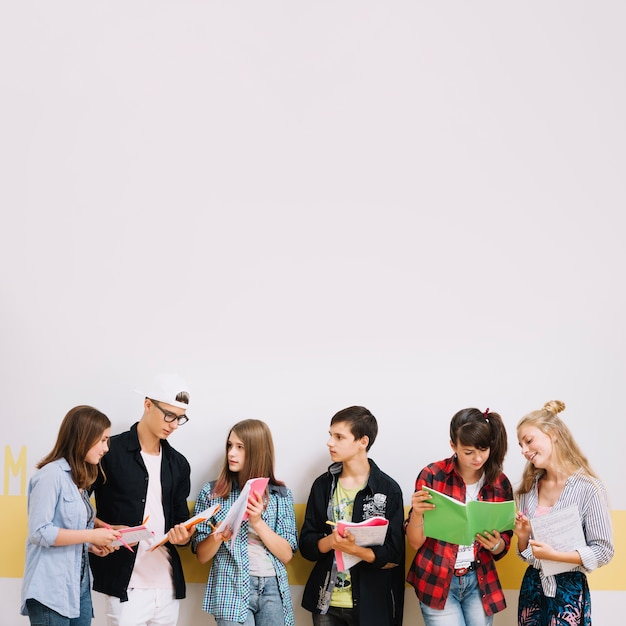 Girls and boys studying at wall Free Photo