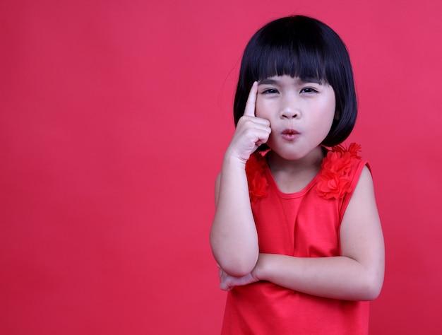 Girls child  are thinking. Premium Photo