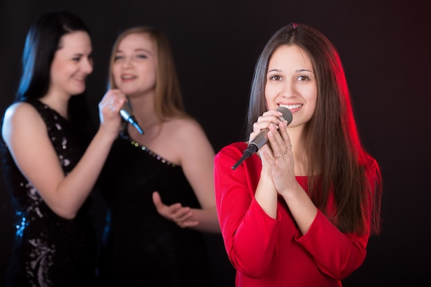 Girls singing Free Photo