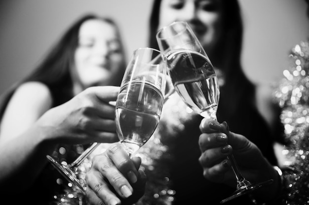 Girls toasting with champagne at new year party Free Photo