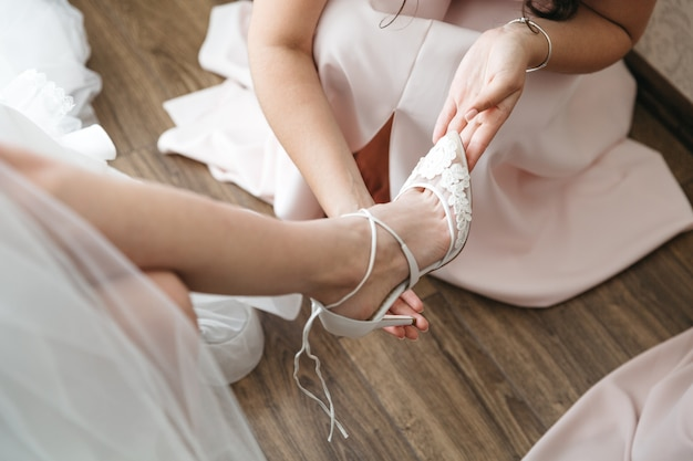 Girls wear bride to marriage Free Photo