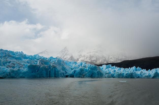 Ледники у озера в регионе патагония в чили Бесплатные Фотографии