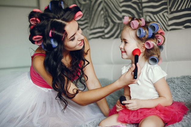 glamour mother with daughter Free Photo