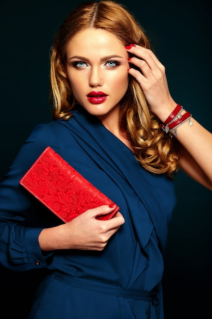 Glamour portrait of beautiful stylish woman model with fresh daily makeup with red lips. Free Photo
