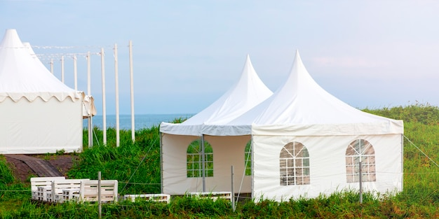 The glamping on the pacific coast in an ecologically clean place in russia. kamchatka. Premium Photo