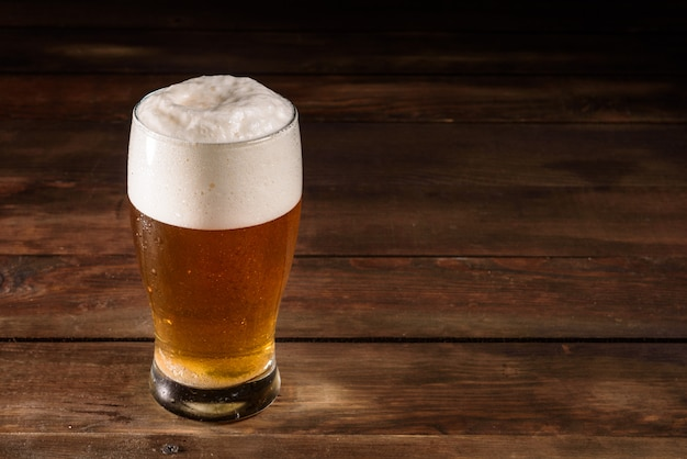 Glass beer on wooden table Premium Photo
