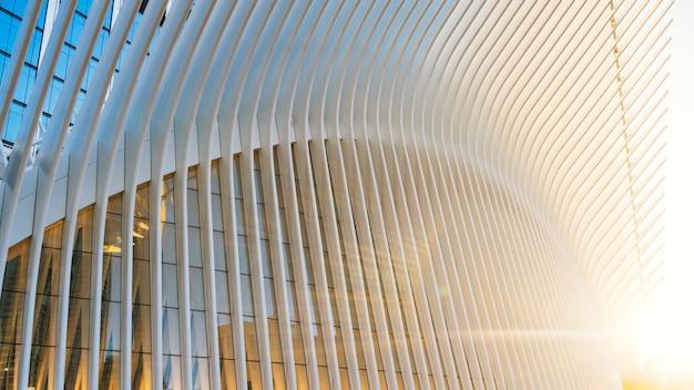 일출 유리 건물 프리미엄 사진