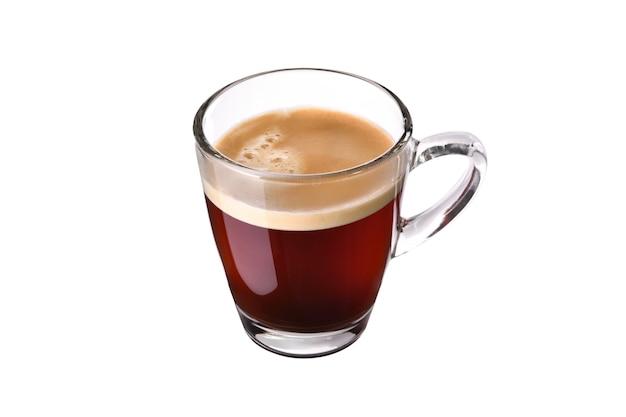 Стеклянная чашка кофе эспрессо, изолированные на белом фоне Premium Фотографии