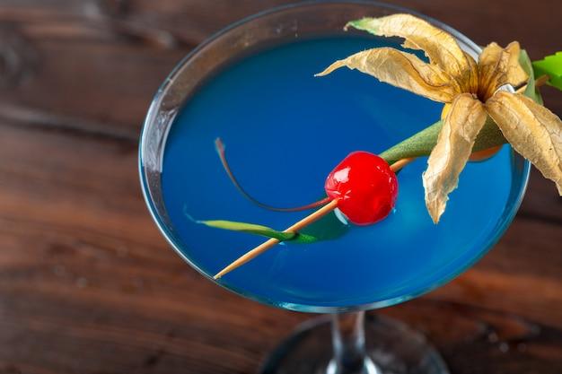 Glass of delicious alcoholic cocktail Premium Photo