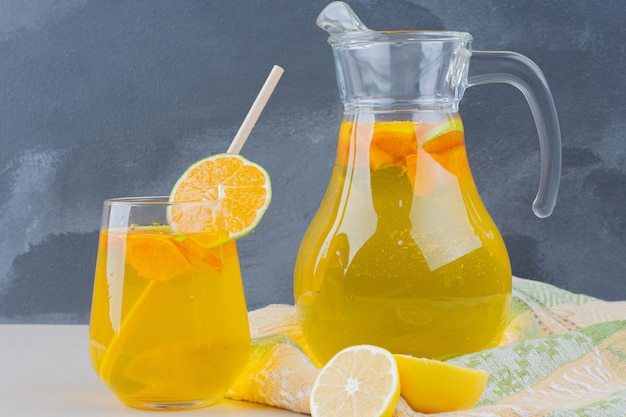 Glass of lemonades with lemon slices Free Photo
