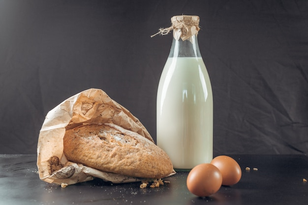 Glass of milk and bread Premium Photo