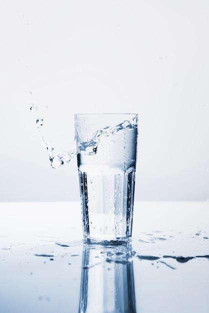 コップ1杯の水 Premium写真