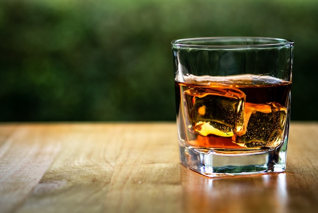 Glass on the rock of cool whiskey Premium Photo