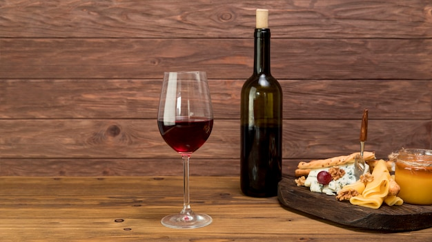 Glass of wine with a tapa Free Photo