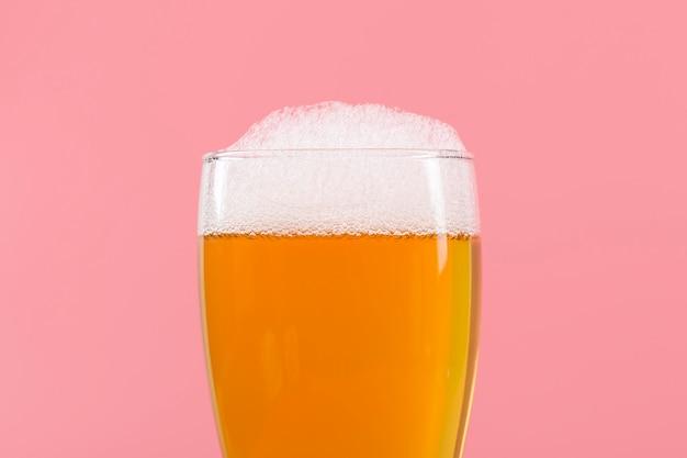 Бокал с пивом и пеной Бесплатные Фотографии