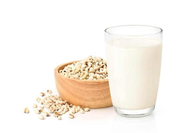 Стакан с молоком и миска с крупами Premium Фотографии