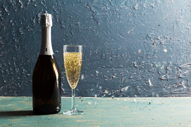 Glasses and bottle of champagne Premium Photo