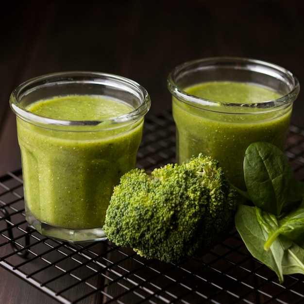 Glasses of broccoli and spinach smoothies Free Photo