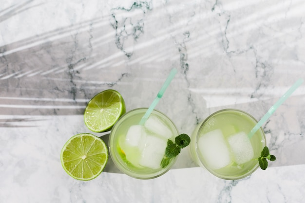 Glasses of lime lemonade with mint Free Photo