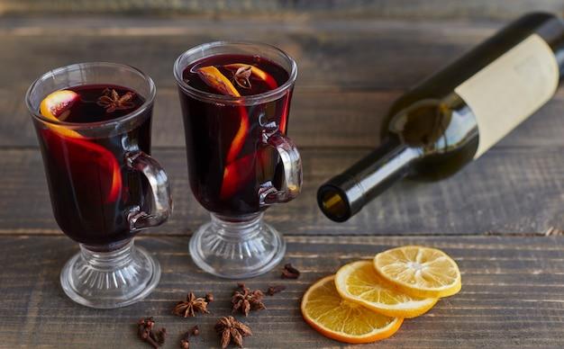 クリスマスのためのグリューワインのグラス 無料写真