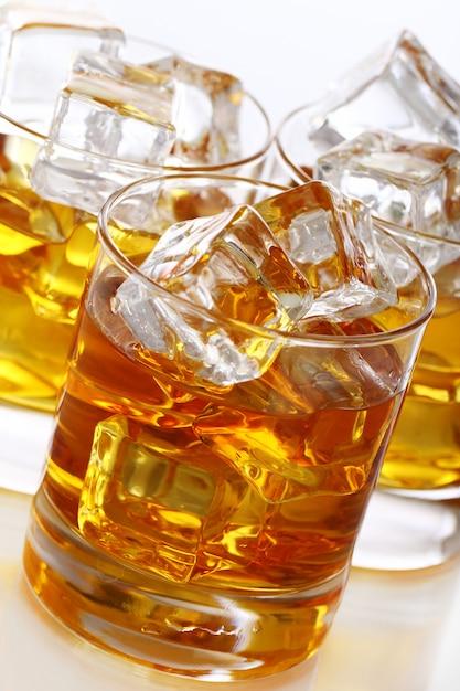 Бокалы с холодным виски Бесплатные Фотографии