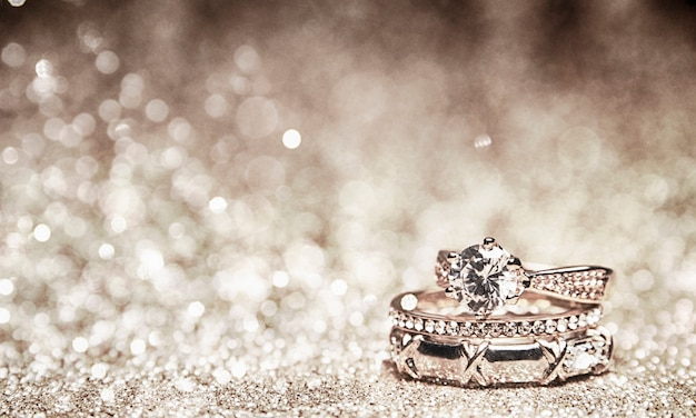 Glitter background with wedding rings Premium Photo