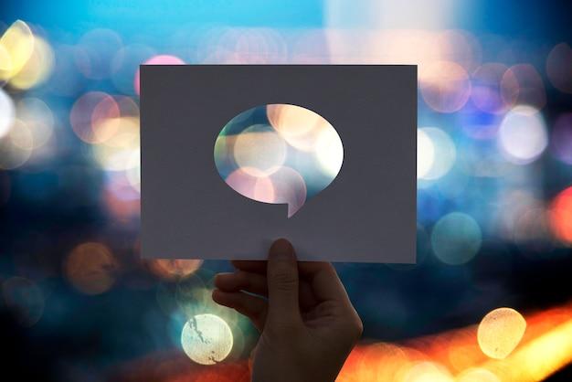Глобальная коммуникационная сеть с перфорированным бумажным речевым пузырем Бесплатные Фотографии