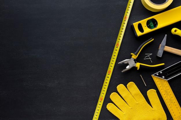 Перчатки и инструменты с копией пространства Premium Фотографии