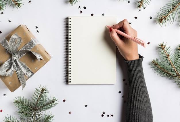 Goals plans dreams make to do list for new year christmas concept writing Free Photo