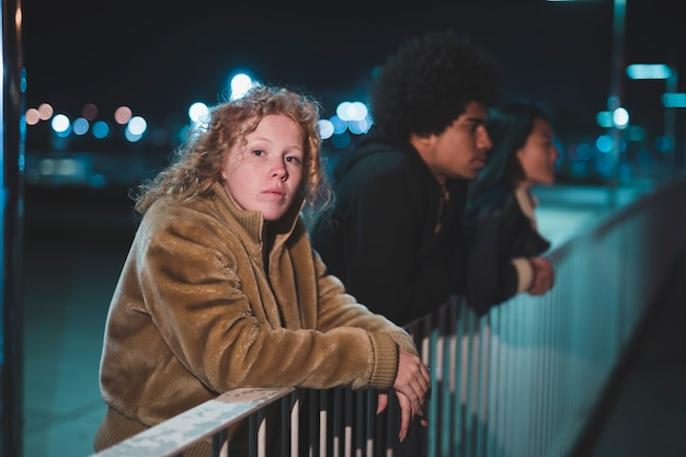 Going out concept with friends at night Free Photo