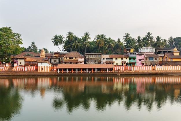 Gokarna, india - march 2019: beautiful indian houses on the sacred lake koti teertha in the center of gokarna Premium Photo