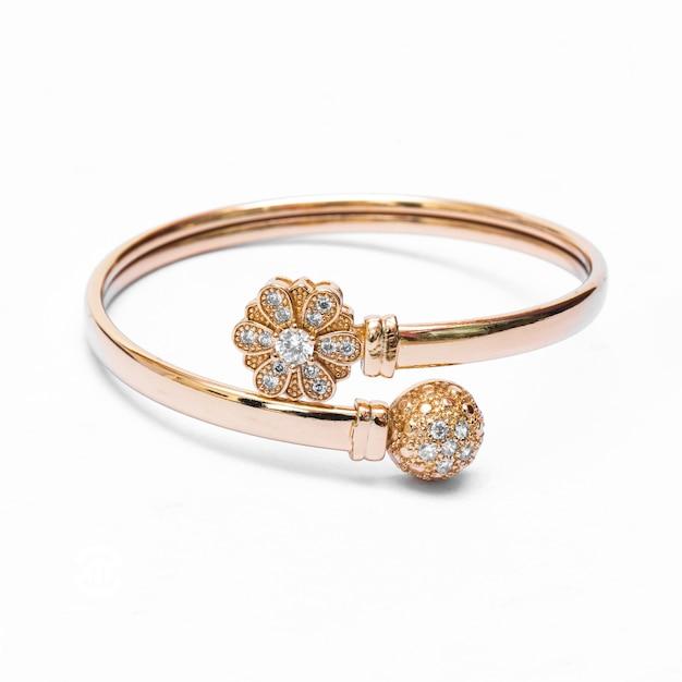 Gold bracelet jewelry on white isolated background Premium Photo