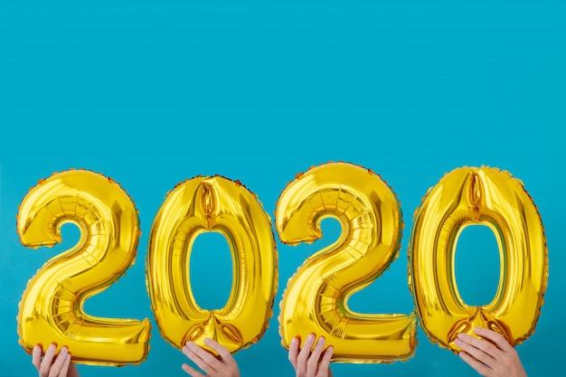 Gold foil number 2020 celebration balloon Premium Photo