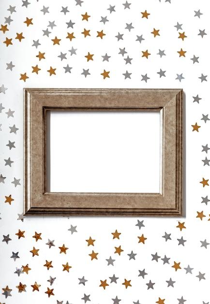 황금과 은색 별 반짝이 절연 골드 프레임 프리미엄 사진