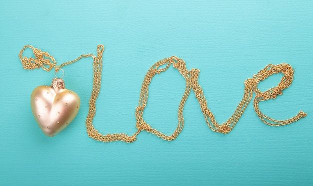 Gold heart with gold chain Premium Photo