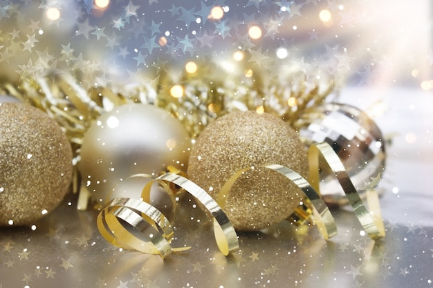 Golden christmas ornaments Free Photo