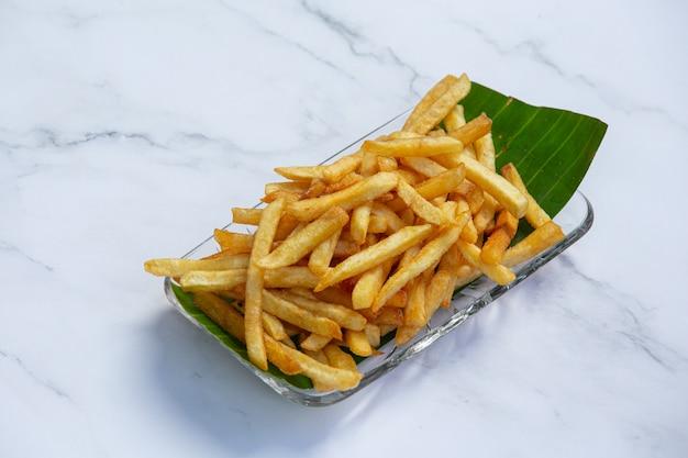 Concetto delizioso dorato dello spuntino delle patate fritte. Foto Gratuite