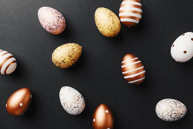 Golden eggs on black background Free Photo