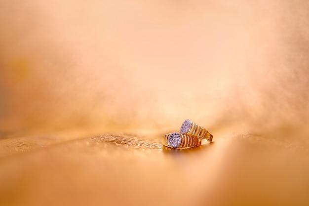 Golden engagement ring Premium Photo