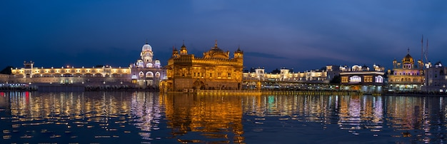 The golden temple at amritsar, punjab, india, the most sacred icon and worship place of sikh religion. Premium Photo