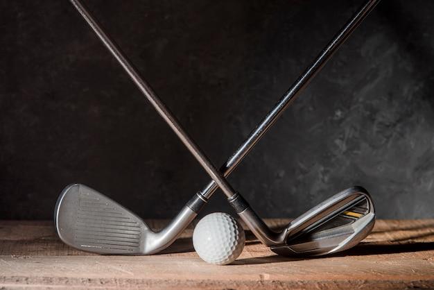 골프 클럽 및 공 프리미엄 사진