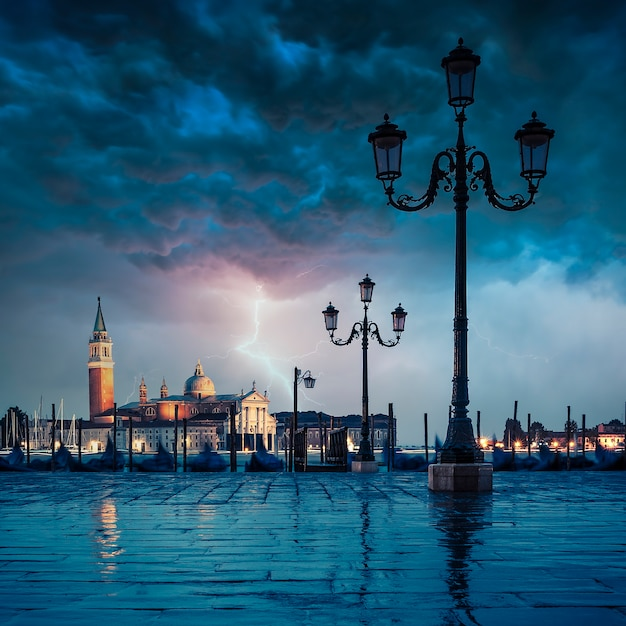Gondolas floating in the grand canal on a rainy day Premium Photo