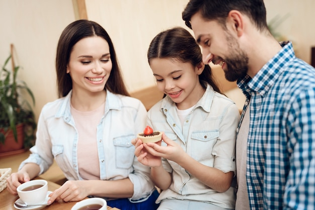 Good happy family eating cakes in cafeteria. Premium Photo