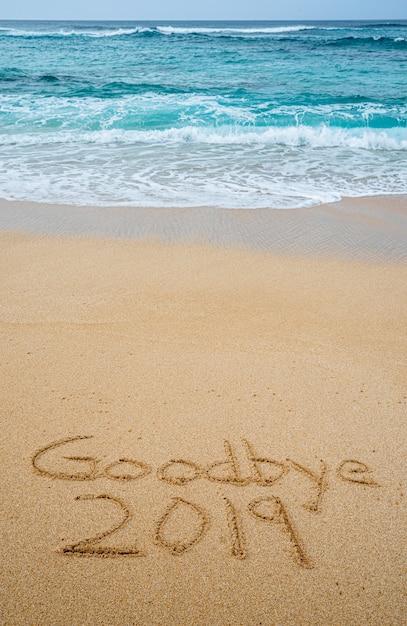 さよなら2019砂に書かれて Premium写真