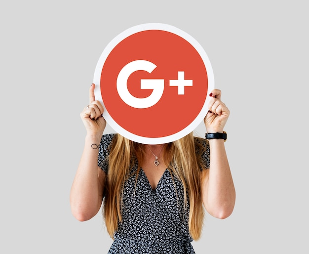 Googleプラスアイコンを持っている女性 無料写真
