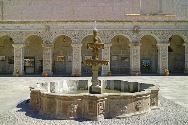 Gorgeous cloister of la compania de jesus church in arequipa, peru Premium Photo