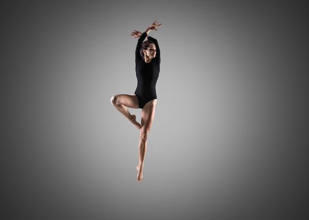 Gorgeous dancer girl Free Photo