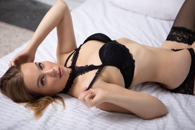 В кружевном белье лежа нижнее белье женское кемерово